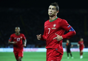 cristiano-ronaldo-521-making-funny-face-and-reaction-as-he-celebrates-goal-for-portugal-at-the-euro-2012